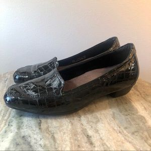 Clark's loafers size 6.5 wide black crocodile